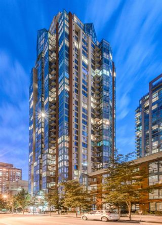 """Photo 1: 910 939 HOMER Street in Vancouver: Yaletown Condo for sale in """"THE PINNACLE"""" (Vancouver West)  : MLS®# R2512936"""