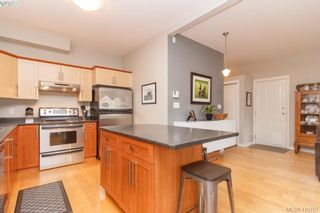 Photo 3: 23 Newstead Cres in VICTORIA: VR Hospital House for sale (View Royal)  : MLS®# 814303