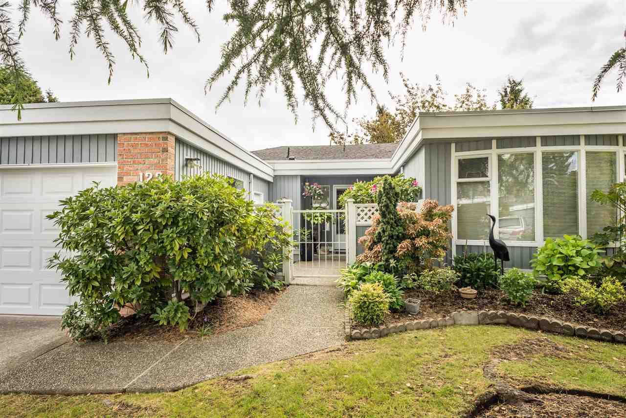 """Main Photo: 123 14271 18A Avenue in Surrey: Sunnyside Park Surrey Townhouse for sale in """"Ocean Bluff Court"""" (South Surrey White Rock)  : MLS®# R2166239"""