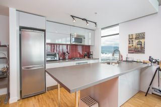 """Photo 9: 2001 108 W CORDOVA Street in Vancouver: Downtown VW Condo for sale in """"Woodwards W32"""" (Vancouver West)  : MLS®# R2465533"""