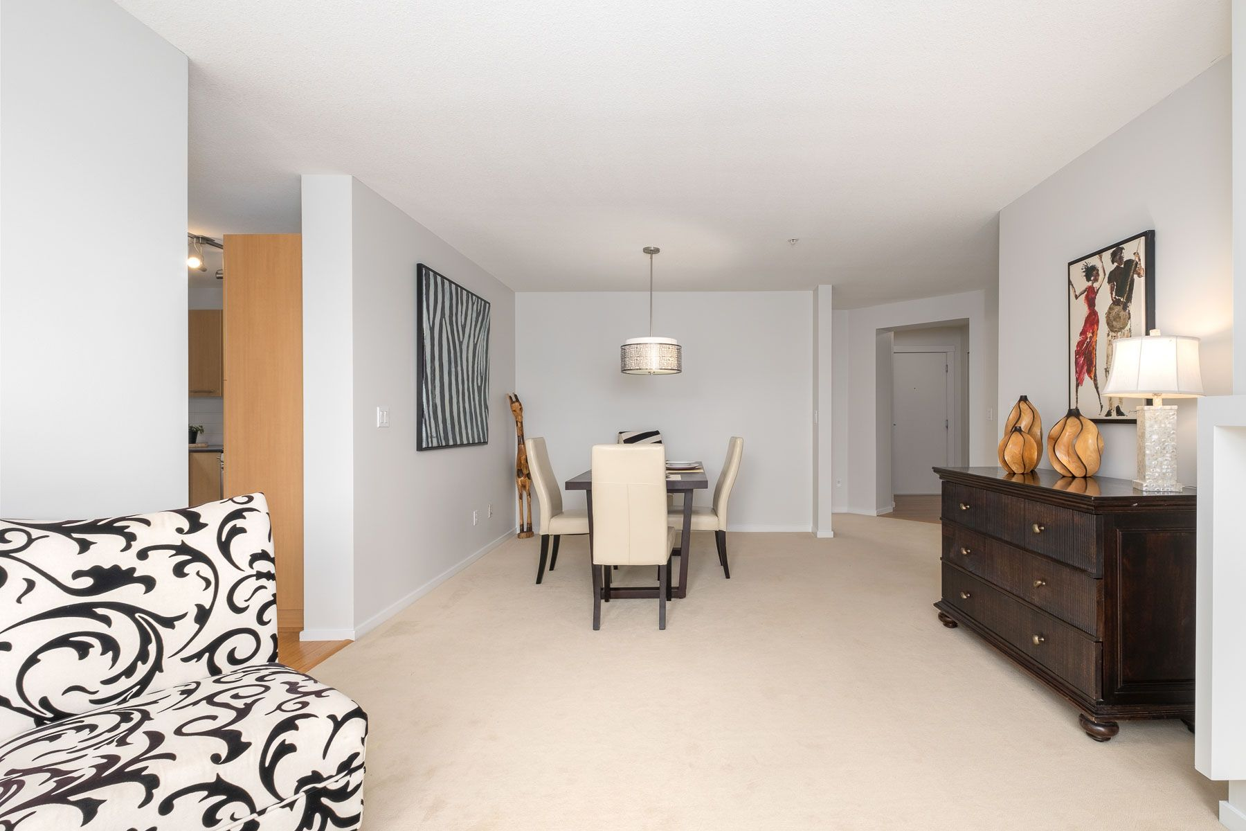 """Photo 5: Photos: 404 9339 UNIVERSITY Crescent in Burnaby: Simon Fraser Univer. Condo for sale in """"HARMONY AT THE HIGHLANDS"""" (Burnaby North)  : MLS®# R2578073"""