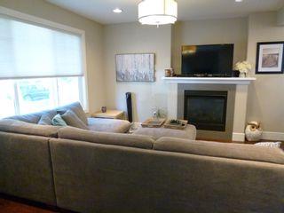 Photo 2: 10914 71 Avenue in Edmonton: Zone 15 House Half Duplex for sale : MLS®# E4246605