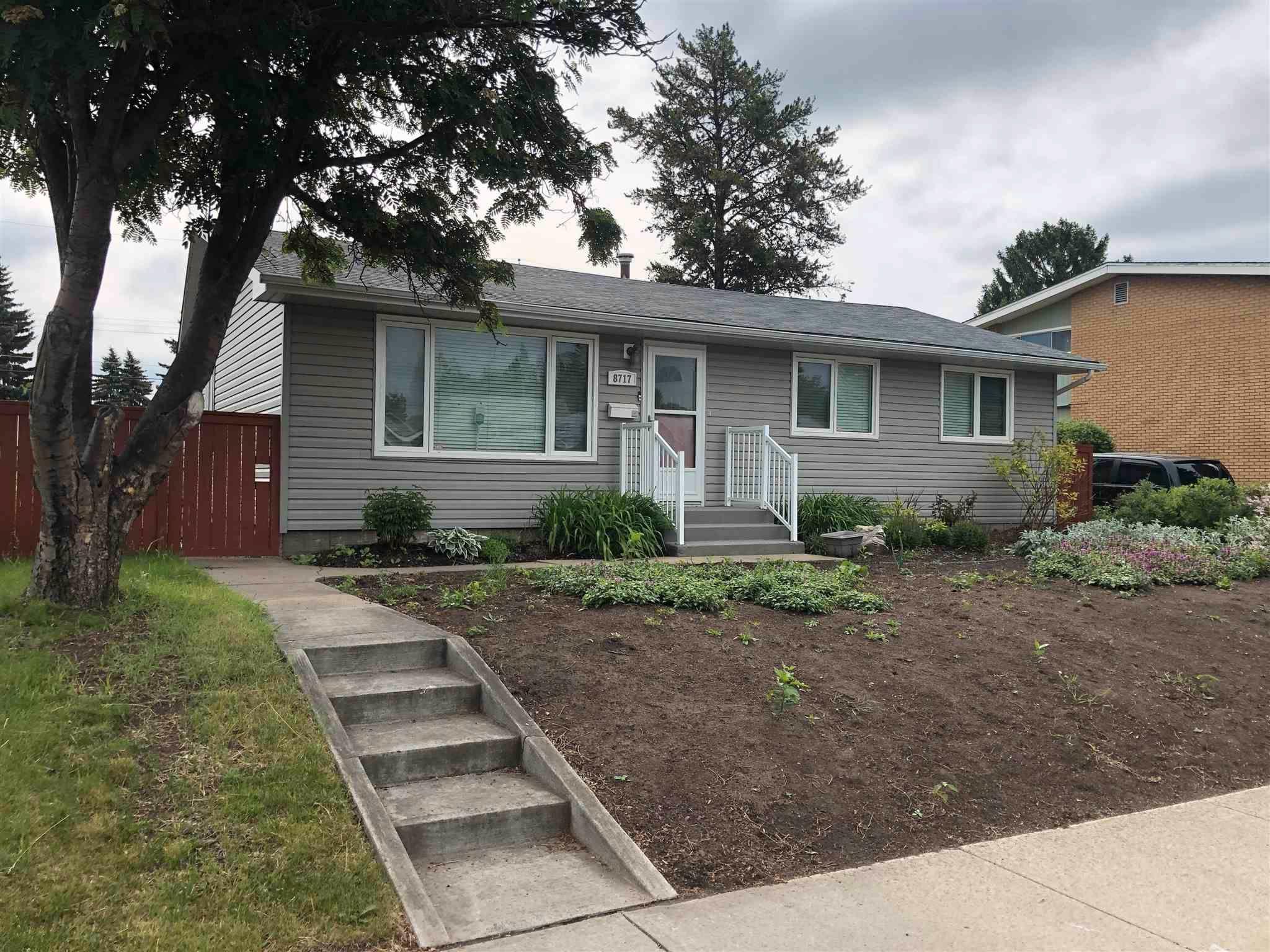Main Photo: 8717 163 Street in Edmonton: Zone 22 House for sale : MLS®# E4249833