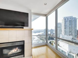 """Photo 5: 2305 1077 MARINASIDE Crescent in Vancouver: Yaletown Condo for sale in """"MARINASIDE RESORT"""" (Vancouver West)  : MLS®# R2544520"""