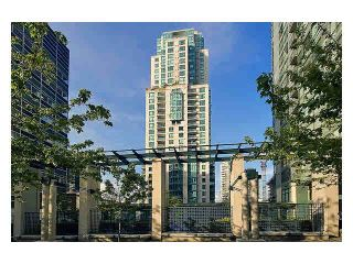 """Photo 1: 2105 1238 MELVILLE Street in Vancouver: Coal Harbour Condo for sale in """"Point Claire"""" (Vancouver West)  : MLS®# V1132813"""