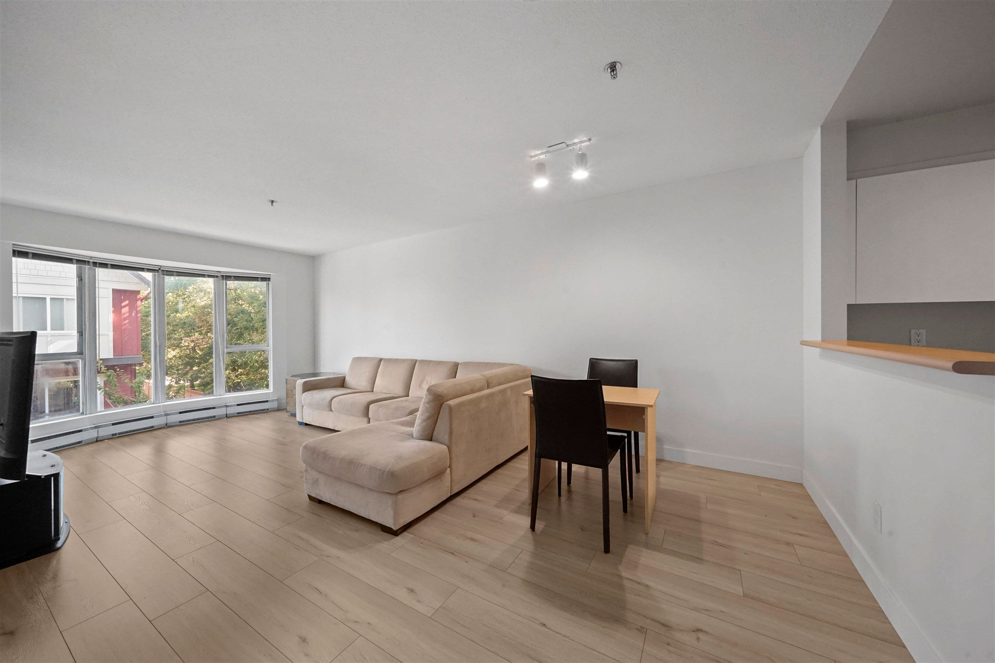 """Main Photo: 213 7700 ST. ALBANS Road in Richmond: Brighouse South Condo for sale in """"Sunnvale"""" : MLS®# R2594493"""