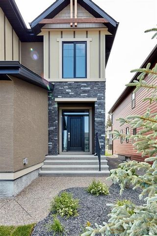 Photo 2: 347 Shawnee Boulevard SW in Calgary: Shawnee Slopes Detached for sale : MLS®# C4198689