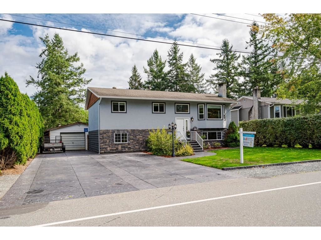 Welcome to 3684 - 197 Street in a safe, desirable, family friendly neighbourhood of Brookswood, Langley!