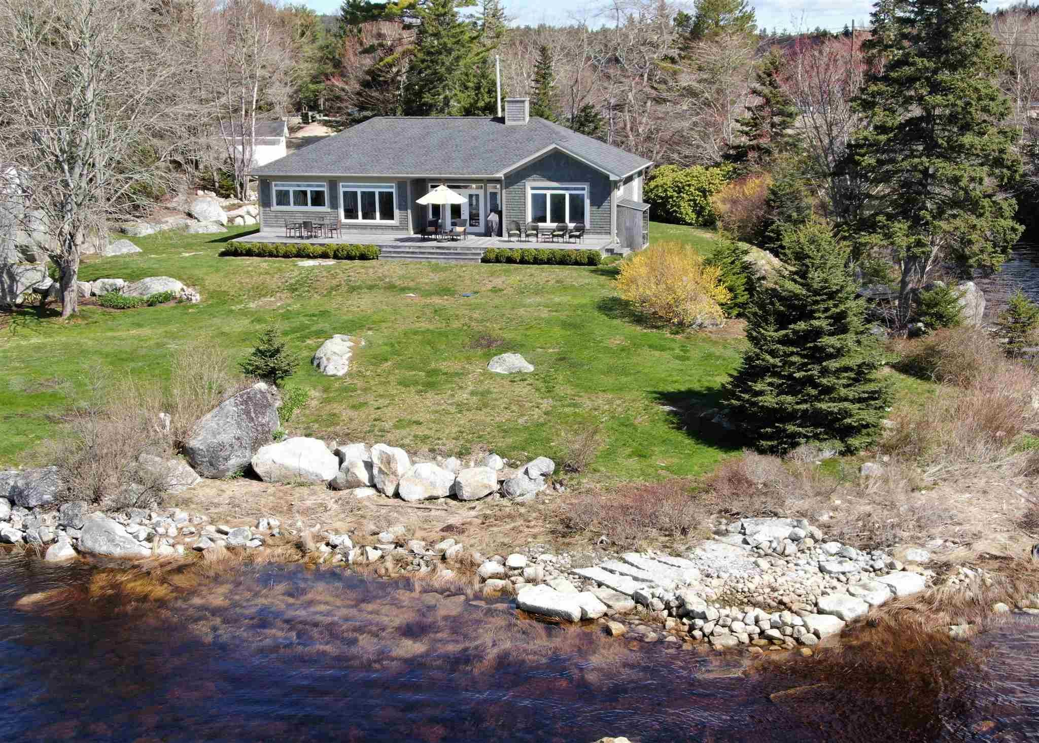 Main Photo: 7 Calm Waters Lane in East River: 405-Lunenburg County Residential for sale (South Shore)  : MLS®# 202110586