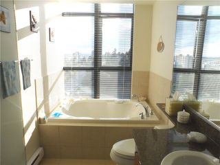 """Photo 10: # 1901 11 E ROYAL AV in New Westminster: Fraserview NW Condo for sale in """"VICTORIA HILL HIGH RISES"""" : MLS®# V1002340"""