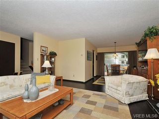 Photo 4: 1070 Lucas Ave in VICTORIA: SE Lake Hill House for sale (Saanich East)  : MLS®# 642307