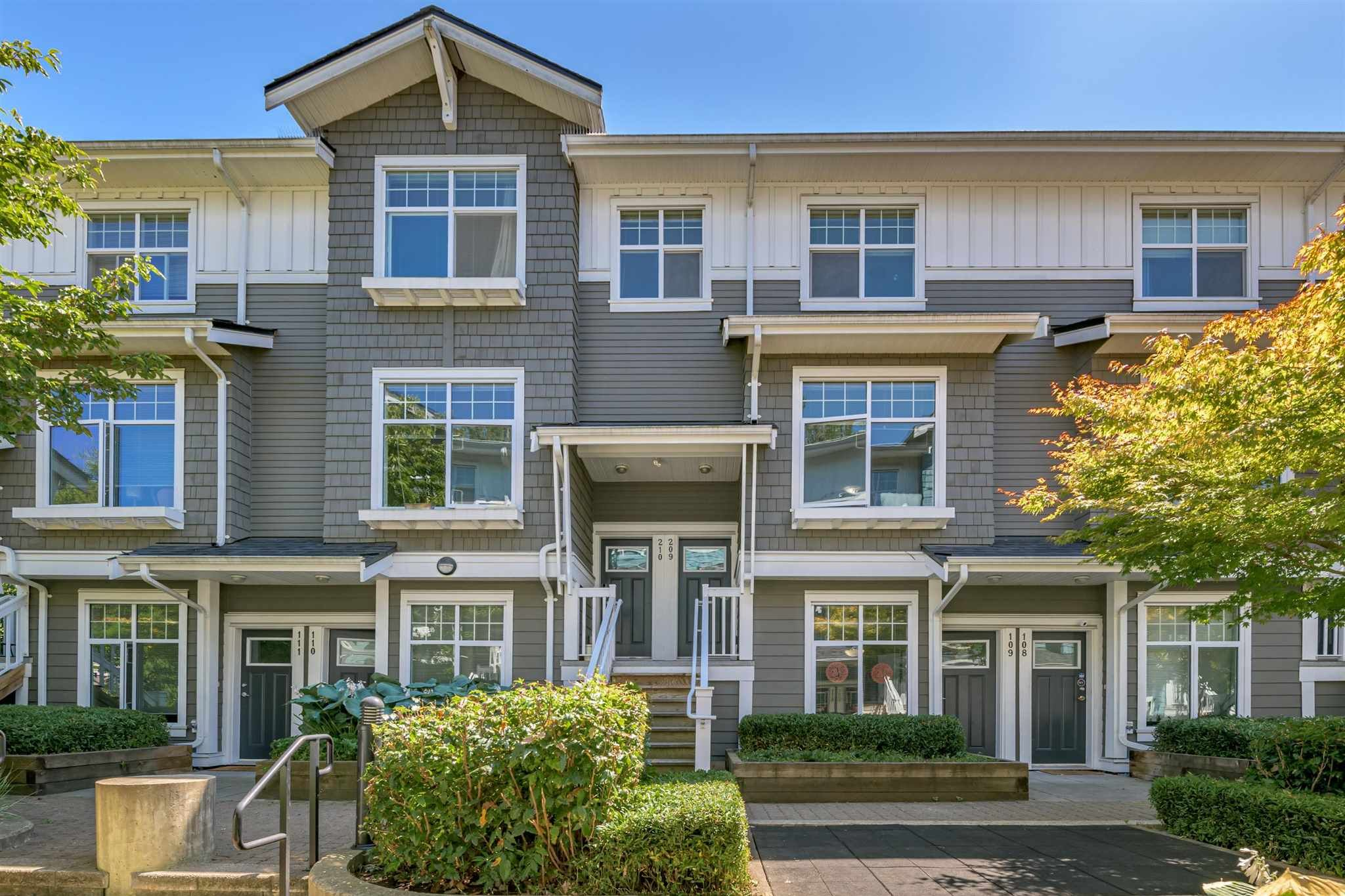 """Main Photo: 209 4255 SARDIS Street in Burnaby: Central Park BS Townhouse for sale in """"Paddington Mews"""" (Burnaby South)  : MLS®# R2602825"""