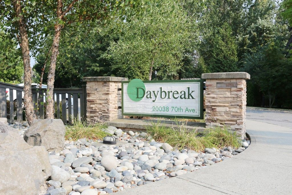 """Main Photo: 56 20038 70 Avenue in Langley: Willoughby Heights Townhouse for sale in """"DAYBREAK"""" : MLS®# R2195440"""