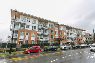 Photo 1: 307 717 Chesterfield Avenue in North Vancouver: Central Lonsdale Condo for sale : MLS®# R2138439