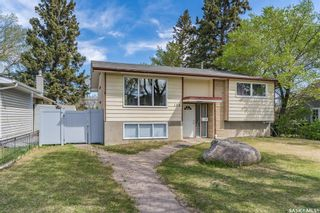 Photo 2: 128 108th Street in Saskatoon: Sutherland Residential for sale : MLS®# SK855336
