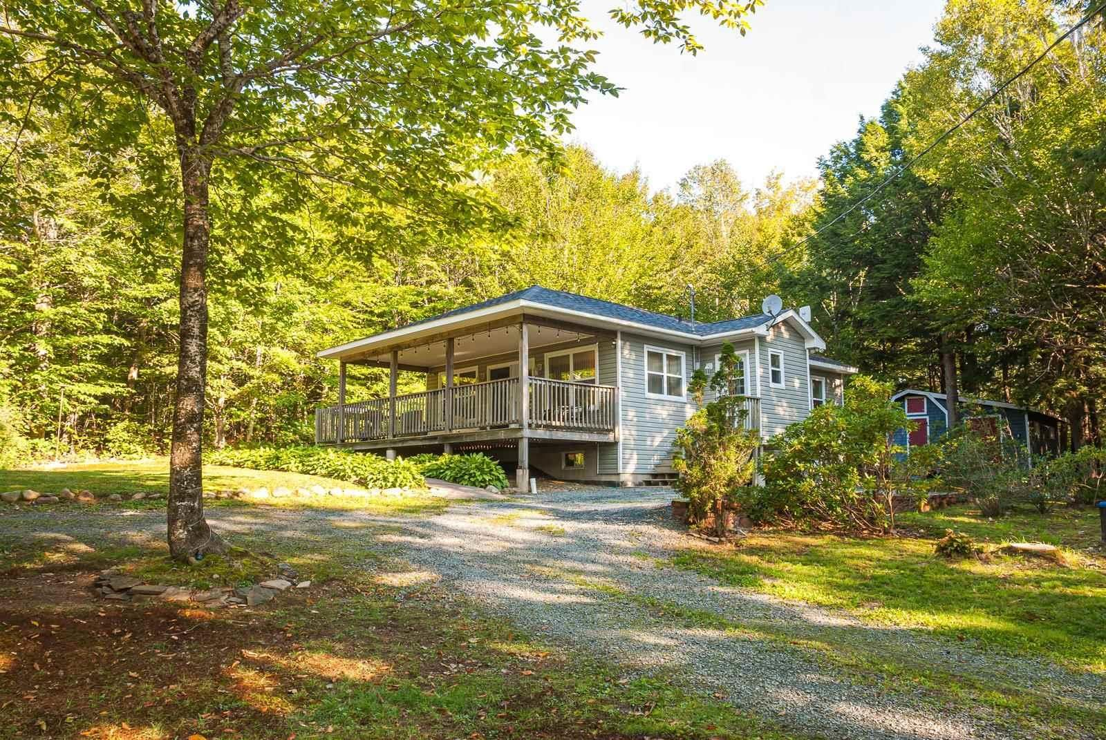 Main Photo: 28 BEECHWOOD Drive in Conquerall Mills: 405-Lunenburg County Residential for sale (South Shore)  : MLS®# 202124292