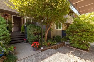 """Main Photo: 2391 MOUNTAIN Highway in North Vancouver: Lynn Valley Townhouse for sale in """"YORKWOOD PARK"""" : MLS®# R2620197"""
