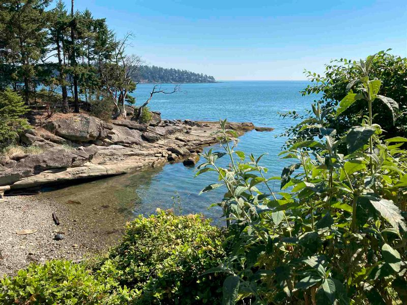 FEATURED LISTING: 586 BAKERVIEW Drive Mayne Island