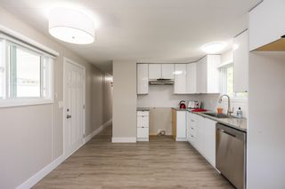 """Photo 6: 119 1840 160 Street in Surrey: King George Corridor Manufactured Home for sale in """"Breakaway Bays"""" (South Surrey White Rock)  : MLS®# R2598312"""