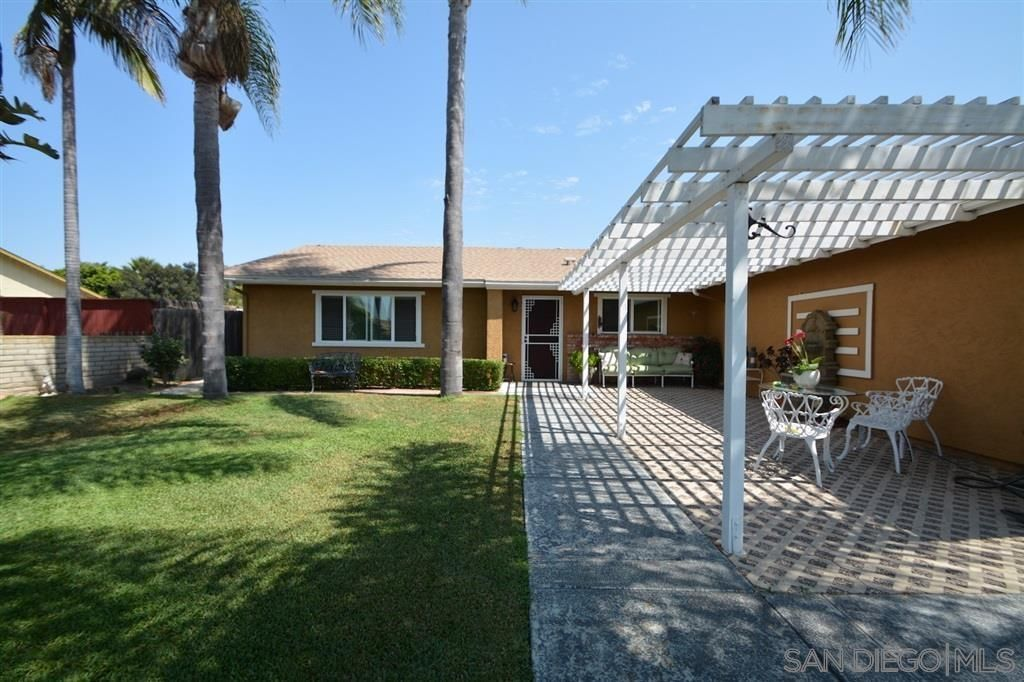 Main Photo: SAN MARCOS House for sale : 5 bedrooms : 3552 9th