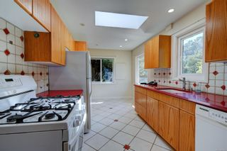 Photo 8: 2501 Wootton Cres in : OB Henderson House for sale (Oak Bay)  : MLS®# 882691