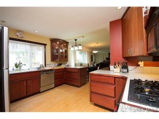 Photo 3: 3053 Shoreview Dr in VICTORIA: La Glen Lake House for sale (Langford)  : MLS®# 725357