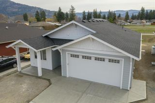 Photo 2: 526 Loon Avenue, in Vernon: House for sale : MLS®# 10240546