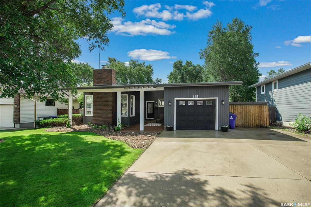 Main Photo: 135 Willoughby Crescent in Saskatoon: Wildwood Residential for sale : MLS®# SK864814