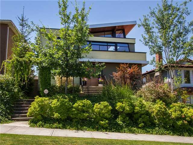 Stunning curb appeal on this modern, completely remodelled, 3 story beauty!