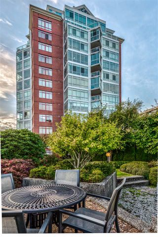 """Photo 22: 402 130 E 2ND Street in North Vancouver: Lower Lonsdale Condo for sale in """"The Olympic"""" : MLS®# R2497879"""