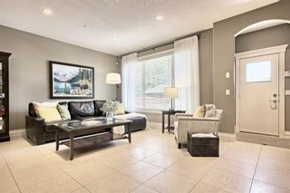 Photo 3: 3110 4A Street NW in Calgary: Mount Pleasant Semi Detached for sale : MLS®# A1059835