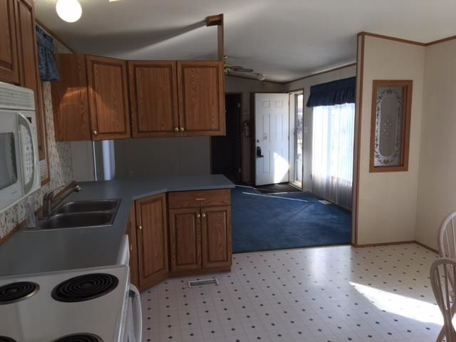 """Photo 7: Photos: 42 654 NORTH FRASER Drive in Quesnel: Quesnel - Town Manufactured Home for sale in """"RIVER WALK MOBILE HOME PARK"""" (Quesnel (Zone 28))  : MLS®# R2573309"""
