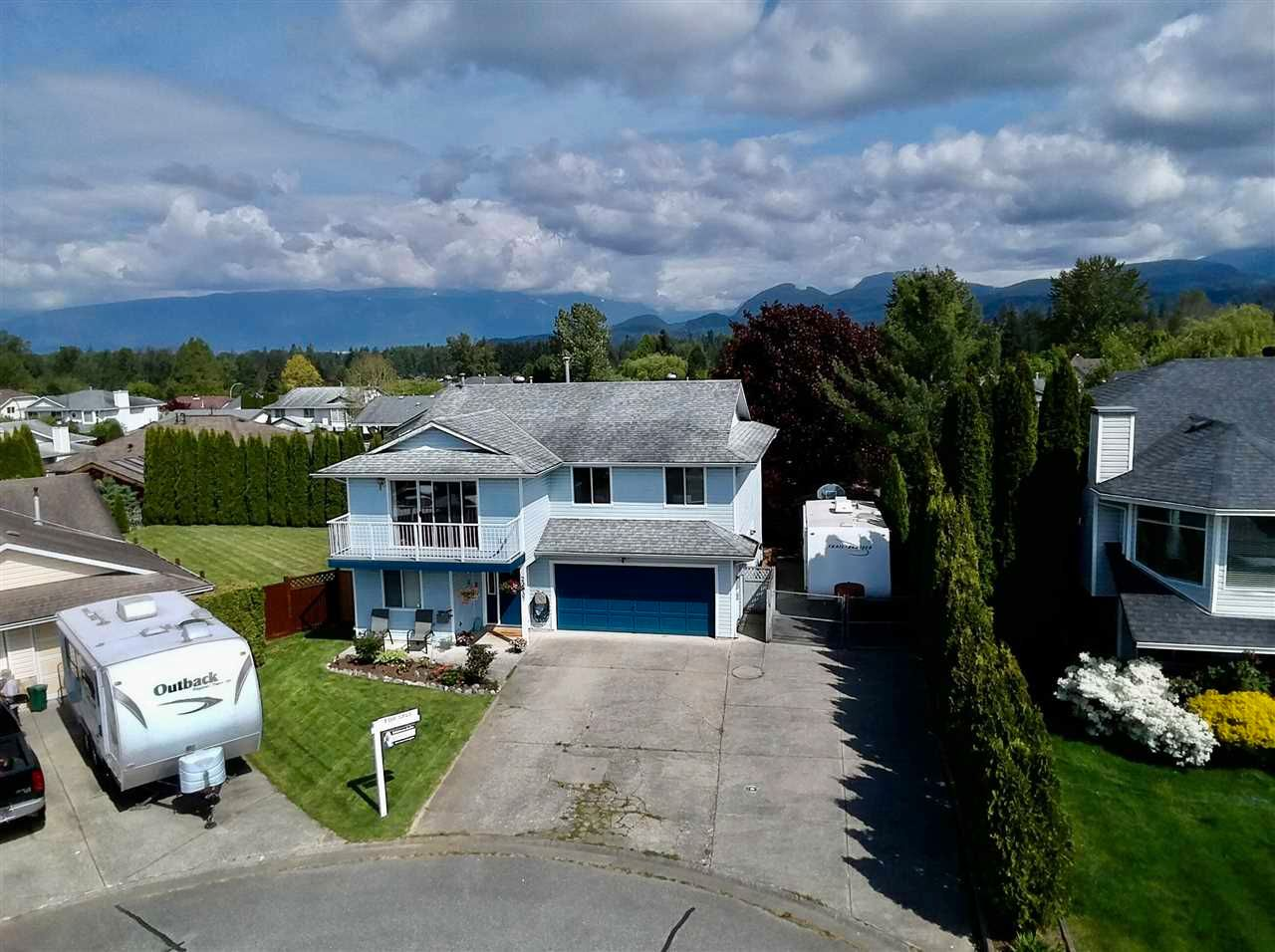 Main Photo: 22937 123B Avenue in Maple Ridge: East Central House for sale : MLS®# R2578991