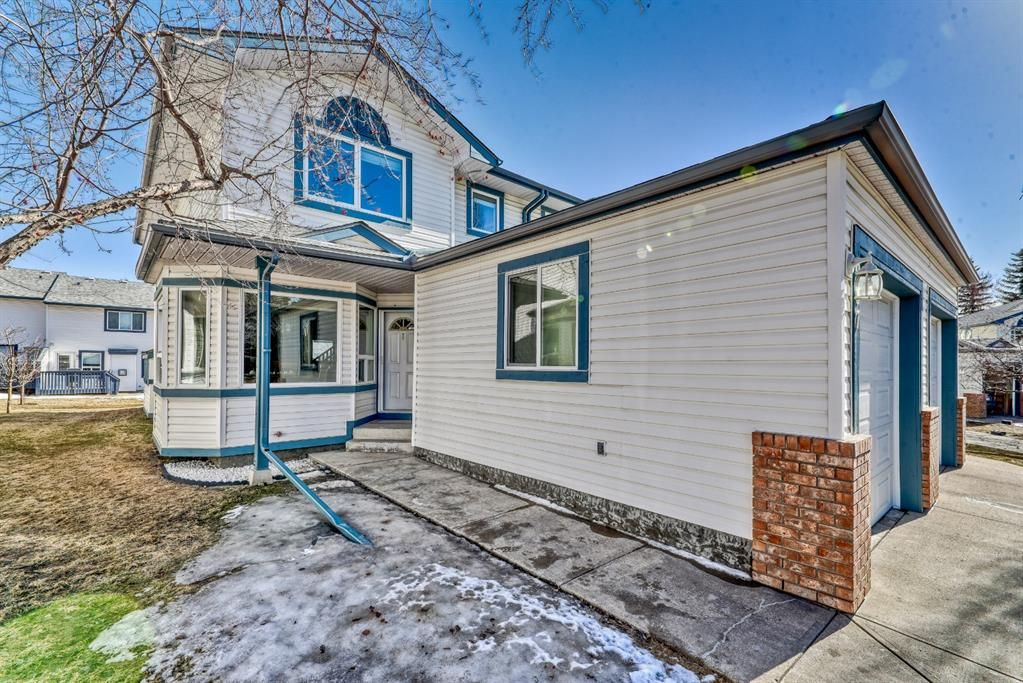 Main Photo: 907 Citadel Heights NW in Calgary: Citadel Row/Townhouse for sale : MLS®# A1088960