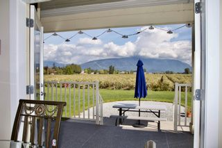 Photo 4: 19393 OLD DEWDNEY TRUNK Road in Pitt Meadows: North Meadows PI House for sale : MLS®# R2600471