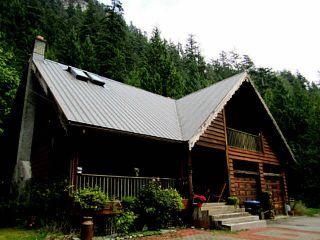 Photo 2: 4000 HIGHWAY 99 in Squamish: Garibaldi Highlands House for sale : MLS®# V1025412