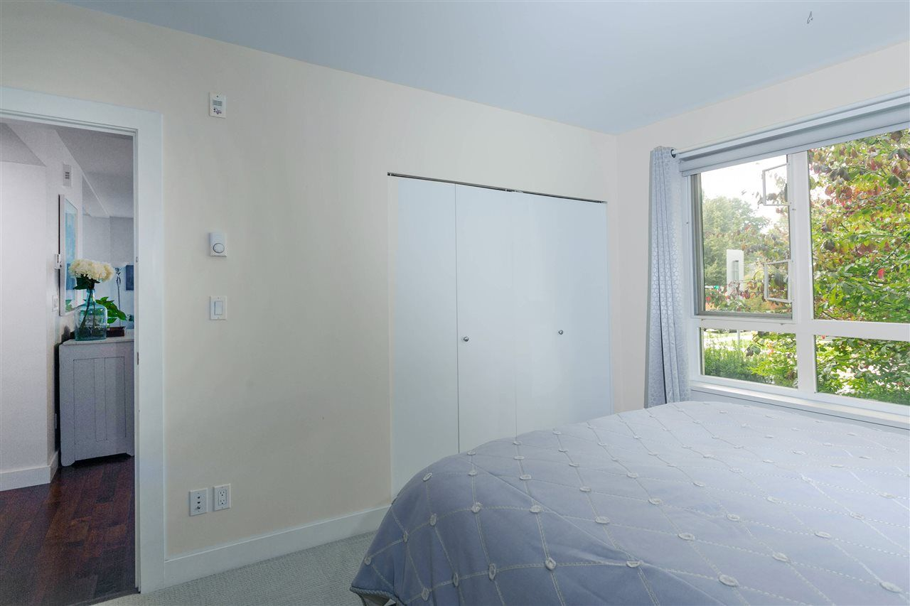 """Photo 15: Photos: 401 E 16TH Avenue in Vancouver: Mount Pleasant VE Condo for sale in """"Sixteen East"""" (Vancouver East)  : MLS®# R2494870"""