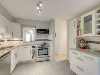 """Photo 10: 1046 IRONWORK Passage in Vancouver: False Creek Townhouse for sale in """"SPRUCE VILLAGE"""" (Vancouver West)  : MLS®# R2253346"""