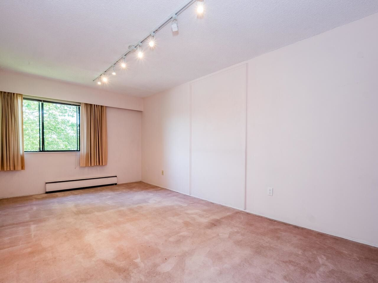 """Photo 15: Photos: 209 2600 E 49TH Avenue in Vancouver: Killarney VE Condo for sale in """"Southwinds"""" (Vancouver East)  : MLS®# R2600173"""