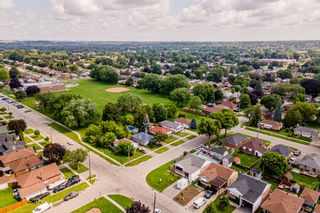 Photo 3: 269 S Central Park Boulevard in Oshawa: Donevan Freehold for sale