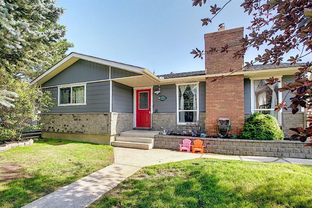 Main Photo: 6511 24 Avenue NE in Calgary: Pineridge Detached for sale : MLS®# A1152283