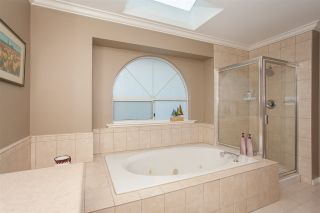 """Photo 14: 6167 W BOUNDARY Drive in Surrey: Panorama Ridge Townhouse for sale in """"LAKEWOOD GARDENS IN BOUNDARY PARK"""" : MLS®# R2133410"""