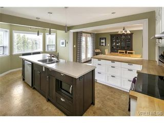 Photo 4: 3819 Synod Rd in VICTORIA: SE Cedar Hill House for sale (Saanich East)  : MLS®# 724403