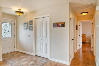 Photo 9: 131 Queensland Circle SE in Calgary: Queensland Detached for sale : MLS®# A1148253