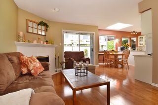 """Photo 10: 6139 W BOUNDARY Drive in Surrey: Panorama Ridge Townhouse for sale in """"LAKEWOOD GARDENS"""" : MLS®# F1448168"""