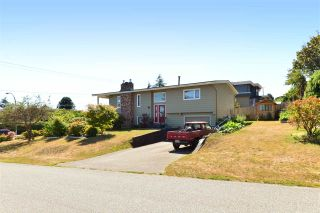 Photo 1: 1215 PARKER Street: White Rock House for sale (South Surrey White Rock)  : MLS®# R2097862