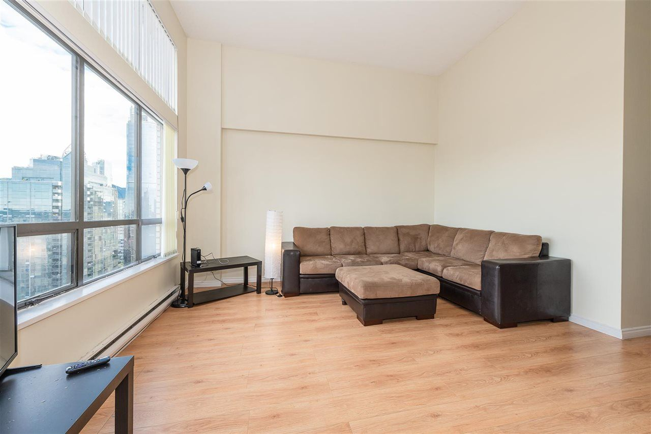 """Photo 5: Photos: PH4 1189 HOWE Street in Vancouver: Downtown VW Condo for sale in """"The Genesis"""" (Vancouver West)  : MLS®# R2513563"""
