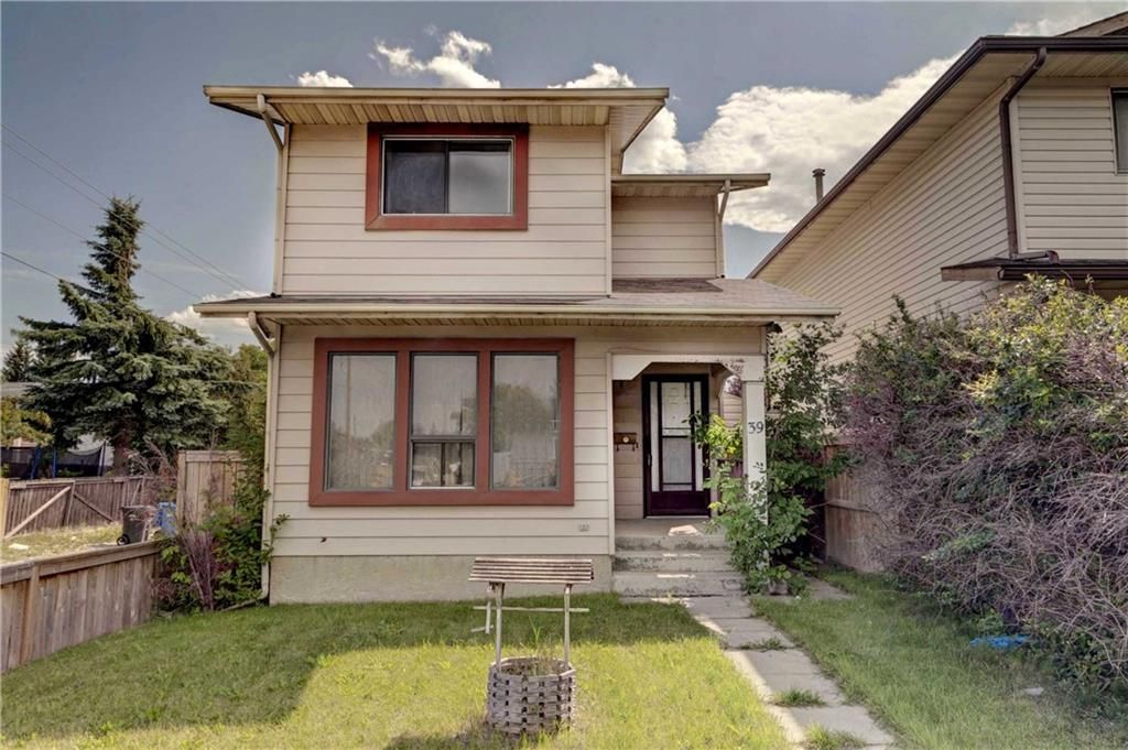 Main Photo: 39 TEMPLETON Bay NE in Calgary: Temple Detached for sale : MLS®# C4261521