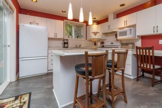 Photo 5: 9 106 Aldersmith Pl in View Royal: VR Glentana Row/Townhouse for sale : MLS®# 872352