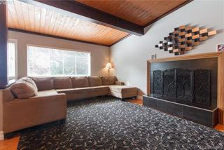 Photo 3: 860 Beckwith Ave in VICTORIA: SE Lake Hill House for sale (Saanich East)  : MLS®# 797907